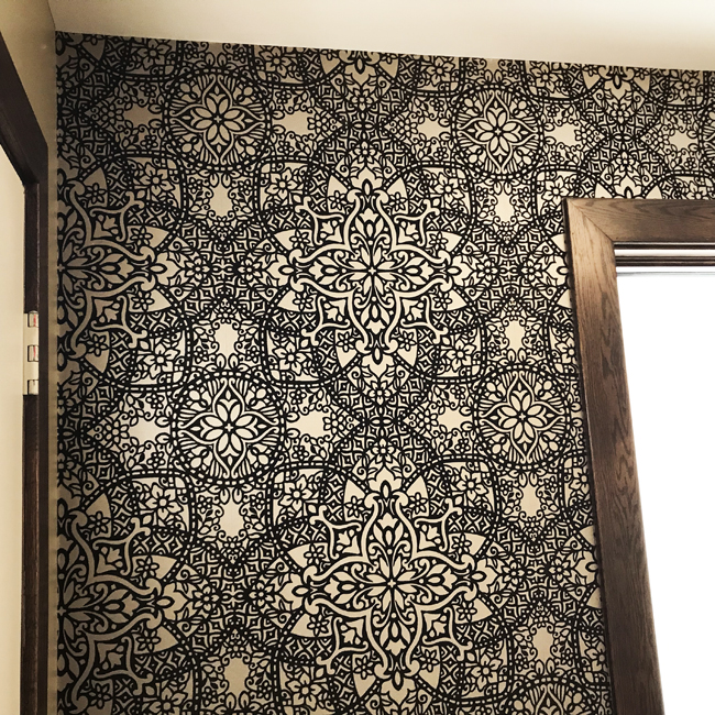 Damask wallpaper in entrance