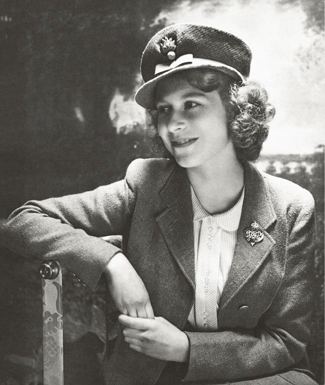 Princess Elizabeth wearing uniform, Second World War