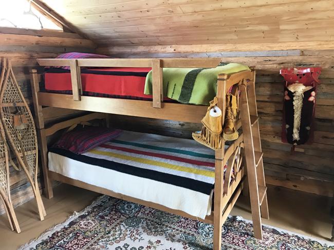 log cabin, bunk beds