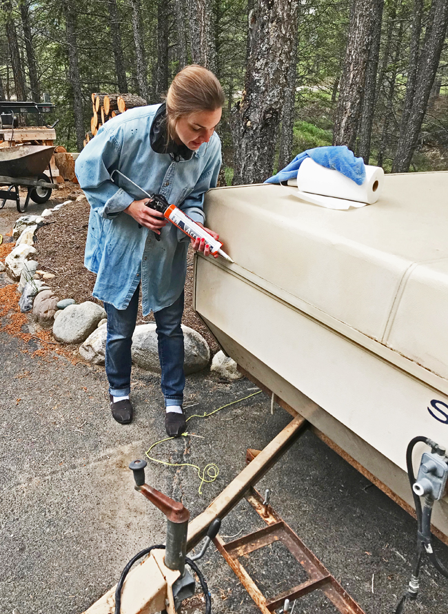vintage camper renovation, Melinda redoes caulking