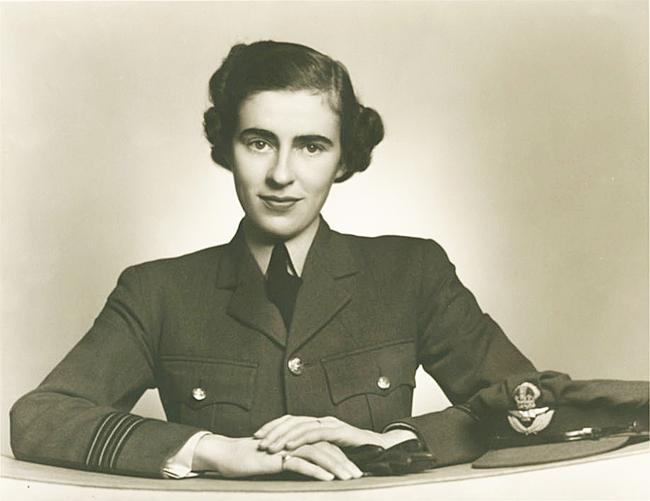 Willa Walker in RCAF uniform, photo by Karsh