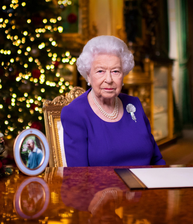Queen delivers royal message from her desk